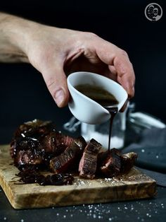 Beef fillet with shallot balsamic jus-Rinderfilet mit Schalotten- Balsamicojus Recipe for a wonderful jus me shallots and balsamic. The perfect companion to meat when you cook guests again. Casserole Recipes, Meat Recipes, Paleo Recipes, Juice Recipes, Beef Fillet, How To Grill Steak, Vegetable Drinks, Food Blogs, Food And Drink