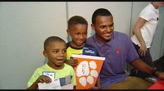 The habitat for Humanity Family Dinner welcomed Clemson quarterback Deshaun Watson Thursday night. Watson spoke about his life growing up in a home that his mom ad Habitat for Humanity built.
