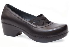 Looove these Dansko shoes! Comfortable Heels, Comfy Shoes, Business Casual Attire, Dansko Shoes, Everyday Fashion, Me Too Shoes, Character Shoes, Fashion Shoes, Shoe Boots