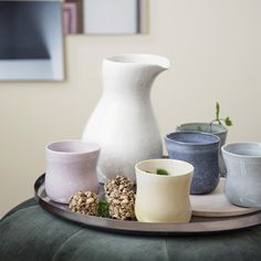 Find your favourite Mano jug from among five attractive colours.