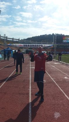 me after finishing the Changwon marathon (November 2014).Delighted . 2:25:57