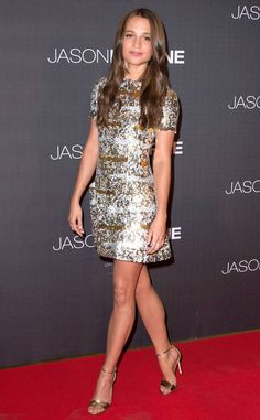 Pin for Later: Alicia Vikander May Be an Actress, But She Looks Like a Freaking Supermodel in These Looks Alicia wore a sparkly Louis Vuitton dress to the Jason Bourne premiere in Paris. Jason Bourne, Celebrity Red Carpet, Celebrity Style, Alicia Vikander Style, Louis Vuitton Dress, The Danish Girl, Laura Vandervoort, Elsa Pataky, Jennifer Morrison