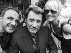 @JohnnySjh Quelle belle photo avec ma douce @LHallyday et @nikosaliagas  #Clip #LA #ResterVivant