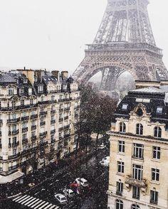 "If the Tour Eiffel is the sign of Paris, the Cathédrale de Notre-Dame de Paris is its heart. Sitting on the banks of the Seine, this splendid architectural masterpiece is a definite ""must-see"". Tour Eiffel, Torre Eiffel Paris, Places To Travel, Places To See, Travel Destinations, Tourist Places, Time Travel, Magic Places, Paris 3"