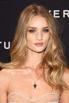 Rosie Huntington Whiteley hair wavy.  boho hair.  long hairstyles.
