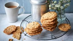 Mary Berry's ginger biscuits are simple to make, crunchy and very tasty. The mixture spreads out to give very thin, crisp biscuits, so they need to be spaced well apart on the baking trays. Mary Berry Biscuits, Crunch Recipe, Ginger Cookies, Mary Berry Oat Cookies, No Bake Treats, Biscuit Recipe, Tray Bakes, Bbc, Cookies