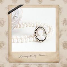 """Y el invierno llegó... Para los que amamos la fotografía su color es el blanco. Blanco perla, blanco nácar, blanco puro... Pero hay más colores que definen el invierno... ¿Cuál es el vuestro?  Hoy nuestro """"Especial de los sábados"""" se viste de blanco, se viste de invierno."""