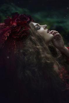 Photographer: Sonja Saur Headpiece: Jumeria Creations Model: Fairyworld