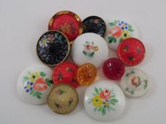(13) VINTAGE MIXED LOT OF HANDPAINTED FLORAL GLASS BUTTONS SELF SHANK SHANKLESS