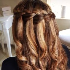 Waterfall braid tutorial! Tag a friend who wants to know how it is done!! Done by @sweethearts_hair_design  #diyhairstyle