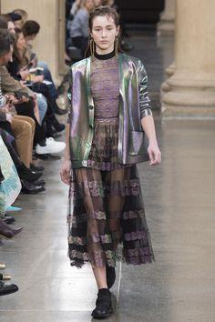 Christopher Kane Fall 2017 Ready-to-Wear Fashion Show - Hilda Halilovic