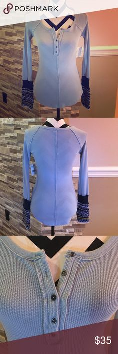 Free People Top Casual top in lake blue color. Super cute for everyday wear. Free People Tops Tees - Long Sleeve