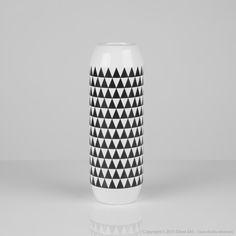 Vase en céramique à motifs noirs et blancs 7.5x7.5x22cm PATTERN