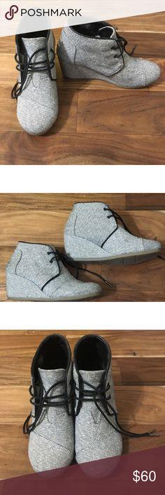 3aafa732c09 Toms Desert Wedge Blue Gold Tweed Ankle Boots Sz 9 Toms navy   gold tweed  wedge ankle boots