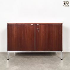New on www.19west.de: A rosewood credenza designed in 1961 by Florence Knoll. #19west #vintage #design #designclassic #mcm #20thcentury #midcentury #1950's #1960's #knoll