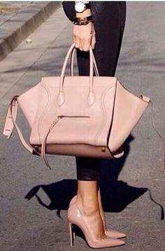 Love those shoes n bag Celine Handbags, Celine Bag, Mk Handbags, Handbags Michael Kors, Stylish Handbags, Luxury Handbags, Designer Handbags, Mk Outlet, Nude Bags