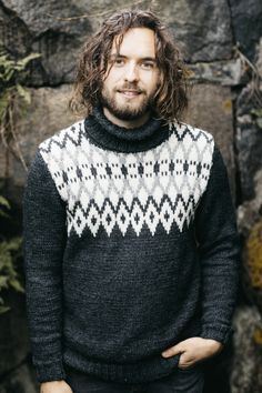 The simple, yet effective pattern is the focal point this men's sweater. Classic, yet fresh and modern, this sweater is versatile and warm. Knitted with Novita 7 Veljestä Aran yarn Knitting Kits, Sweater Knitting Patterns, Knitting Charts, Knit Patterns, Free Knitting, Knitted Cape Pattern, Calvin Klein Men, Cardigans For Women, Men Sweater