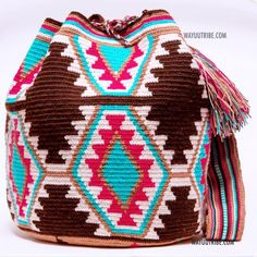 Cabo Wayuu Mochila bags are intricate in their designs, can take approximately 15 days to weave. Handmade in South America by the indigenous Wayuu people. Bead Crochet, Crochet Motif, Diy Crochet, Tapestry Crochet Patterns, Bead Loom Patterns, Crotchet Bags, Knitted Bags, Native American Blanket, Tapestry Bag