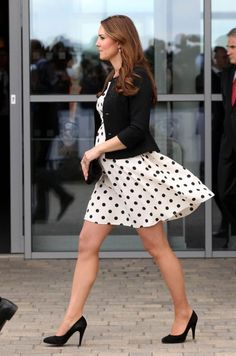 Kate Middleton's Outfits – 25 Best Dressing Styles Of Kate Kate Middleton Outfits, Kate Middleton Photos, Kate Middleton Style, What's Trending In Fashion, Princesa Kate Middleton, Princesa Diana, Prince William And Kate, Celebrity Outfits, Sexy Legs