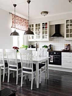Black-And-White-Kitchen-Accessories-Uk