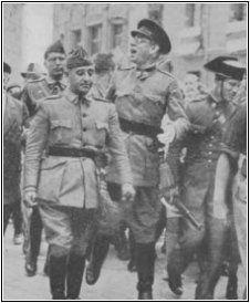 El General Francisco Franco durante la sublevacion Spanish War, War Photography, Old Photos, History, World, People, Spanish, Frases, Civil War Photos
