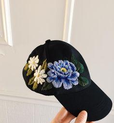 "9,584 Me gusta, 167 comentarios - ⚡Tessa⚡ (@tessa_perlow) en Instagram: ""Baseball hat with a couple blooms"""
