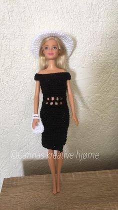 Carinas Kreative Hjørne : Barbies sorte kjole Clothing Patterns, Barbie Dolls, Doll Clothes, Amy, Crochet, Outfits, Vintage, Cloths, Fashion