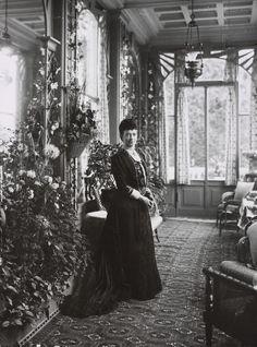 Dowager Empress Maria Feodorovna of Russia at her hom,Hvidøre, Denmark. Tsar Nicolas Ii, Tsar Nicholas, Maria Fjodorowna, Familia Romanov, House Of Romanov, Princess Alexandra, Danish Royal Family, Imperial Russia, Art Nouveau