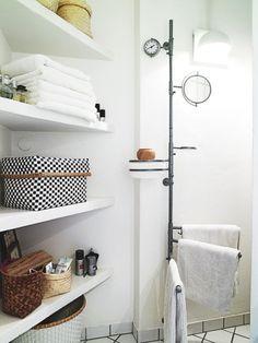 Bathroom organization, love the clock, mirror, and towels on rotating bar. http://emmas.blogg.se/index.html