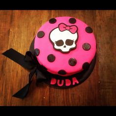 Monster High cake - Top layer of cupcake tower. 13th Birthday, Birthday Parties, Birthday Cake, Birthday Ideas, Tortas Monster High, Girly Cakes, Godchild, Skull And Crossbones, Cake Toppings