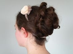 This tutorial is for a curly regency up-do. For this hairstyle you'll need curly hair, so if you don't have naturally curly hair you could curl your hair with soft rollers or a curling … Ball Hairstyles, Curled Hairstyles, Romantic Hairstyles, School Hairstyles, Beautiful Hairstyles, Wedding Hairstyles, Victorian Hairstyles, Vintage Hairstyles, Braided Bun Tutorials