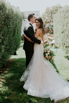California wedding with lots of coastal elegance   Image by Shelly Anderson