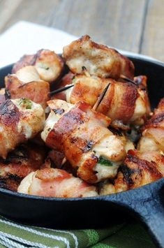Jalapeno Chicken Bites Bacon-wrapped jalapeno chicken bites not sure how this will taste but it sounds unhealthy and delicious!Bacon-wrapped jalapeno chicken bites not sure how this will taste but it sounds unhealthy and delicious! Think Food, I Love Food, Good Food, Yummy Food, Bacon Wrapped Jalapenos, Bacon Wrapped Chicken Bites, Stuffed Jalapenos, Food Porn, Cooking Recipes