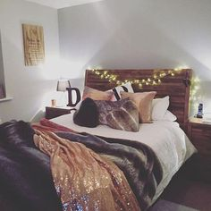 We love how cosy Nikky has made our Charlie Reclaimed Bed, with twinkly fairy lights and furry throws - perfect for chilly nights.