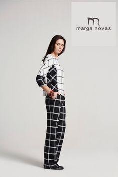 La combinación blanco y negro es siempre un acierto y en esta temporada te proponemos un original pantalón de fondo negro y cuadro blanco que podrás combinar con una blusa contrastada con los mismos colores.