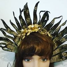 Headpiece detail #beaded #headpiece  #gold #golden #millinerycouture #madhatter #millinery #costume #wendylouisedesigns #bellefolie