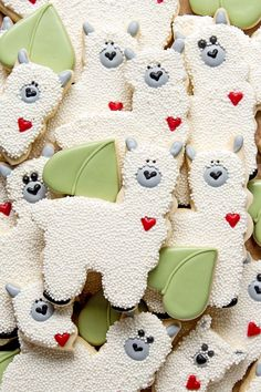 Need a cute cookie idea? No prob-llama! Cute llama cookies and an Ann Clark cookie cutter are just what you need. Nonpareils & royal icing, Boom! #bearfootbaker #edibelart #rolloutcookies #royalicing #llamacookies #cutecookies #funcookies #delicioustr