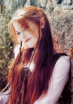 Redheaded elf Cascarella this is what I want my hair to look like. long, bangs, and elven Elfa, Beautiful Redhead, Hairdresser, Character Inspiration, Character Ideas, Hair Inspiration, Redheads, My Hair, Hair Beauty