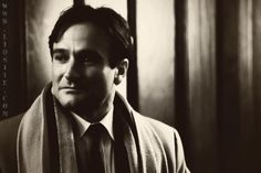 ... qualcosa da ricordare sempre ... ♥‿♥ Carpe, carpe diem, cogliete l'attimo ragazzi, rendete straordinaria la vostra vita… Cogli l'attimo, cogli la rosa quand'è il momento, perché, strano a dirsi, ognuno di noi in questa stanza un giorno smetterà di respirare, diventerà freddo e morirà. Robin Williams - L'attimo fuggente (film)  #carpediem, #attimofuggente, #robinwilliams, #coglilattimo, #vita, #liosite, #citazioniItaliane, #frasibelle, #ItalianQuotes, #Sensodellavita, #perledisaggezza…