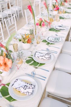 modern colorful tropical table setting | Photography: Taylor Abeel Photography