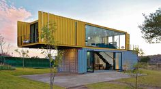 Container House - 4 Shipping Containers Prefab plus 1 for Guests - Who Else Wants Simple Step-By-Step Plans To Design And Build A Container Home From Scratch? Building A Container Home, Container Cabin, Storage Container Homes, Container House Plans, Cargo Container, Container Store, Prefab Container Homes, 20ft Container, Container Flowers