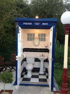 Doctor Loo, the toilet of choice for Time Lords The Warmley Waiting Room Cafe in the UK recently outfitted a replica Tardis with a Victorian-style bathroom. Because even the Doctor needs to take care of business sometimes. Outside Toilet, Outdoor Toilet, Outdoor Baths, Outdoor Bathrooms, Outdoor Showers, Outdoor Kitchens, Outdoor Rooms, Victorian Style Bathroom, Outhouse Bathroom