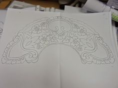 Abanico de bolillospuntodecruzytul.blogspot.com Lace Patterns, Embroidery Patterns, Simple Blouse Designs, Cutwork Embroidery, Lace Making, Bobbin Lace, Irish Crochet, Fabric Painting, Designs To Draw