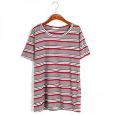 Today's Hot Pick :配色ボーダパターンT【BLUEPOPS】 http://fashionstylep.com/P0000YFC/ju021026/out キレイめカジュアルにピッタリな配色のボーダーTシャツが登場★ 鮮やかな目を惹くマルチボーダーにピッチの異なるボーダーを施した表情豊かな表情は1枚でこなれ感を演出してくれます。 ボトムに合わせやすいカラーリングなので1枚あるとコーディネートで重宝するアイテムです。 身長によって着丈感が異なりますので下記の詳細サイズを参考にしてください。 ◆3色:ワイン/ネイビー/ブラック