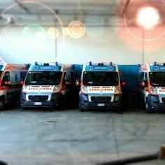 BUENOS DÍAS MUNDOOO desde BOLOGNA !! inalizamos esta noche pasada y comenzamos de nuevo desde la ciudad italiana de Bologna y fotografía en la base del compañero @nc118er que nos envía saludos a todos los seguidores. Buenos días Italia, buenos días mundooo,,,!!  Italiano buongiorno, buon mondo mattina !!   #ambulanza #ambulancia #ambulance #soccorso #emergency #rettung #paramedic #emt #samu #TES http://www.ambulanciasyemergencias.co.vu/2015/12/BOLOGNA1.html