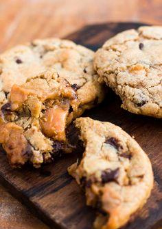 Caramel-Stuffed Chocolate Chip Cookies - David Lebovitz Caramel Chocolate Chip Cookies, Dark Chocolate Chips, Carmel Cookies, Chocolate Desserts, David Lebovitz, Galletas Cookies, Caramel Recipes, Food Test, Caramel