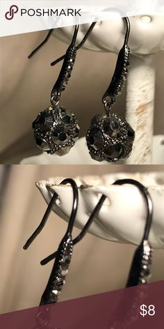 🌸 Pewter finish jeweled dangle earrings These are very pretty dangle earrings. Sparkly jewels add glitz! Bundle and save! Jewelry Earrings