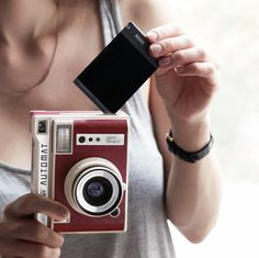 Small, mighty and fully automatic – snap impeccably lit, perfectly focused shots anytime, anywhere with the Lomo'Instant Automat South Beach Edition. Fuji Instax Mini, Fujifilm Instax Mini, Modern Photographers, Close Up Lens, Exposure Compensation, Photography Store, Photo Class, Thing 1, Photography