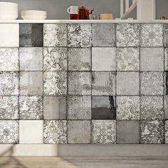 Kakel Mailolica är en rustik kakelserie med mjuka naturliga färger. Plattan har ett krackelerat utseende och färgen skiftar mycket i plattan. Det här skapar en spännande och skiftande vägg i rustik stil. Ornamenta är mönstermixen som har 6 olika mönster med kinesiska motiv. Fin att sätta som fondvägg.Endast för vägg.Passar i utrymmen som kök, badrum, wc och tvättstuga