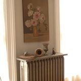 Want to make your radiator look less boring? Check out these 12 Stylish Ideas For Your Radiator Shelves and transform something ugly to something beautiful. Victorian Radiators, Old Radiators, Cast Iron Radiators, Painting Radiators, Radiator Shelf, Radiator Cover, Radiator Ideas, Painted Radiator, Small Apartment Living